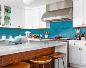 coloured kitchen splashback